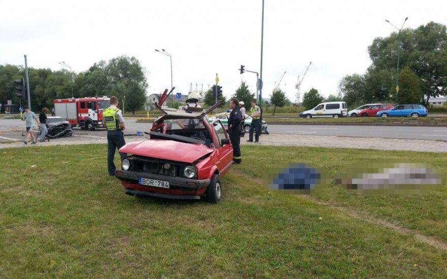 После столкновения автомобилей в Клайпеде скончалась пожилая пара