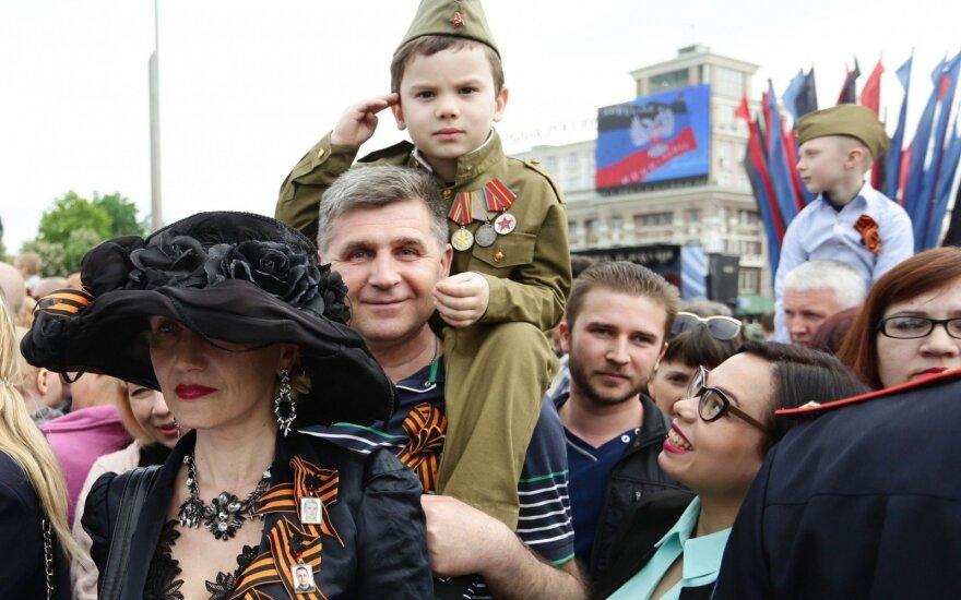 """Правозащитники показали, как в """"ДНР"""" и """"ЛНР"""" милитаризируют детей"""