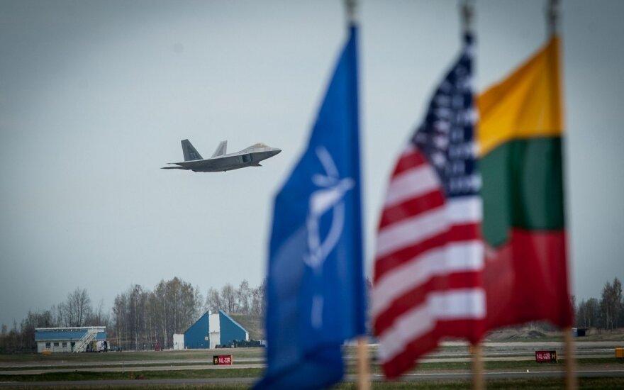 В Литве побывали современные истребители США F-22