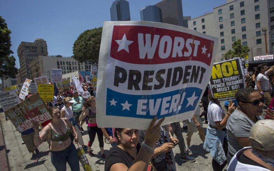 """""""Худший президент в истории"""": на акциях в США призывают к импичменту Трампа"""