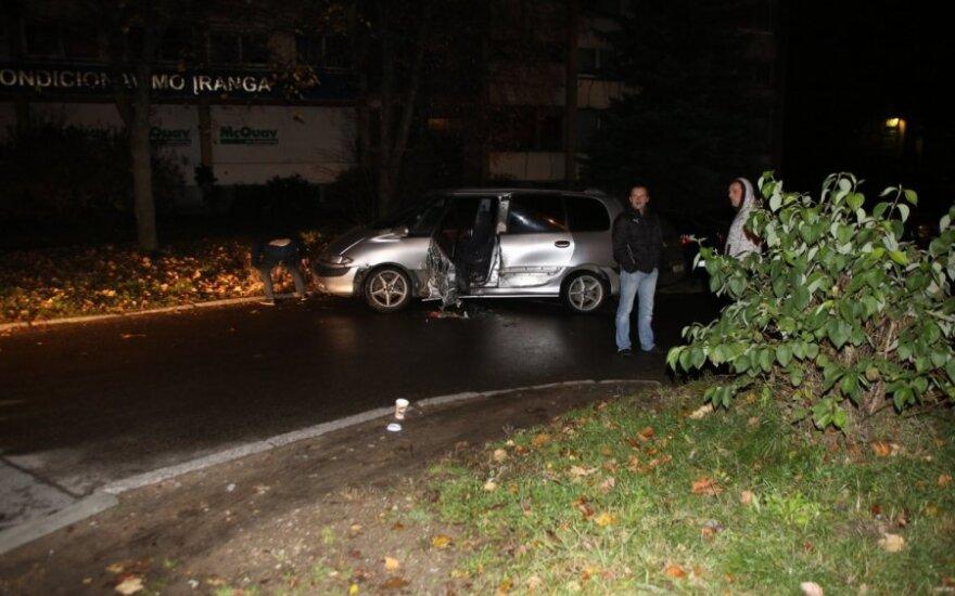 В ночь на субботу Renault побил в Вильнюсе три машины