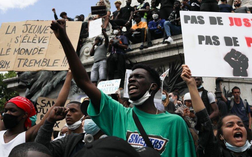 В США уволили семерых полицейских после смерти афроамериканца