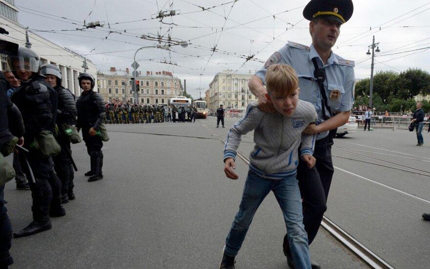 Путин подписал закон о штрафах и арестах за вовлечение детей в митинги
