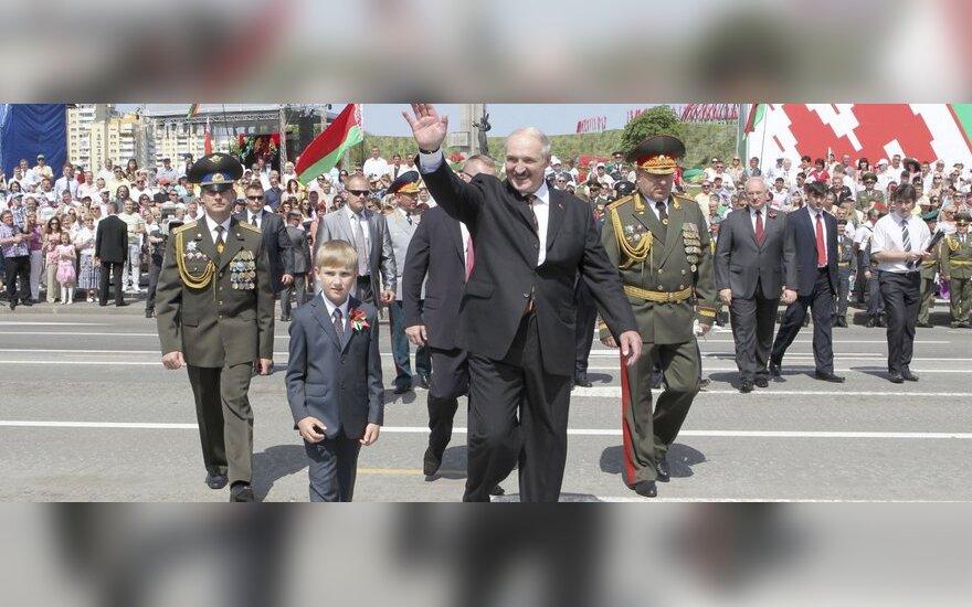 """Наблюдать за учениями """"Запад-2013"""" Лукашенко прибыл с сыном Николаем"""