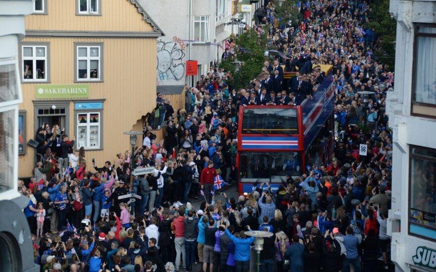 Исландских футболистов встретили дома как героев