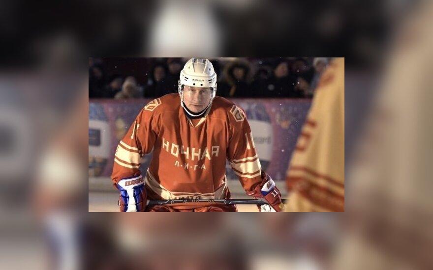 Путин сыграл в матче Ночной хоккейной лиги на Красной площади