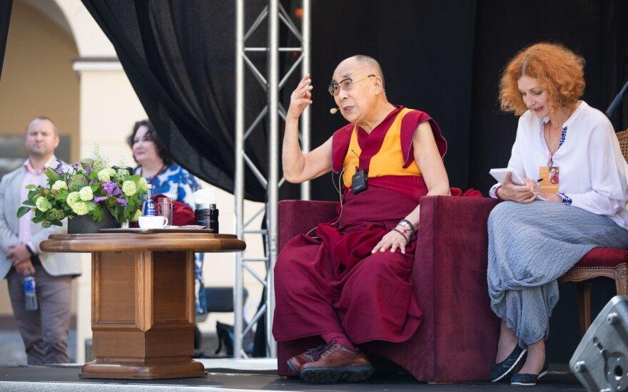 Далай-лама посадил яблоню в Вильнюсе в честь столетия государственности Литвы