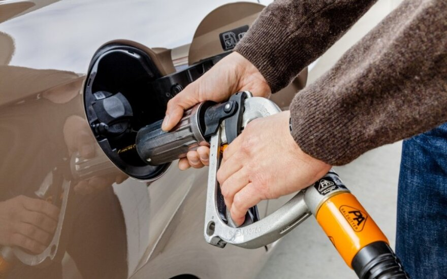 Автозаправки: за месяц отметку в 5 литов может перейти и бензин 95-й марки