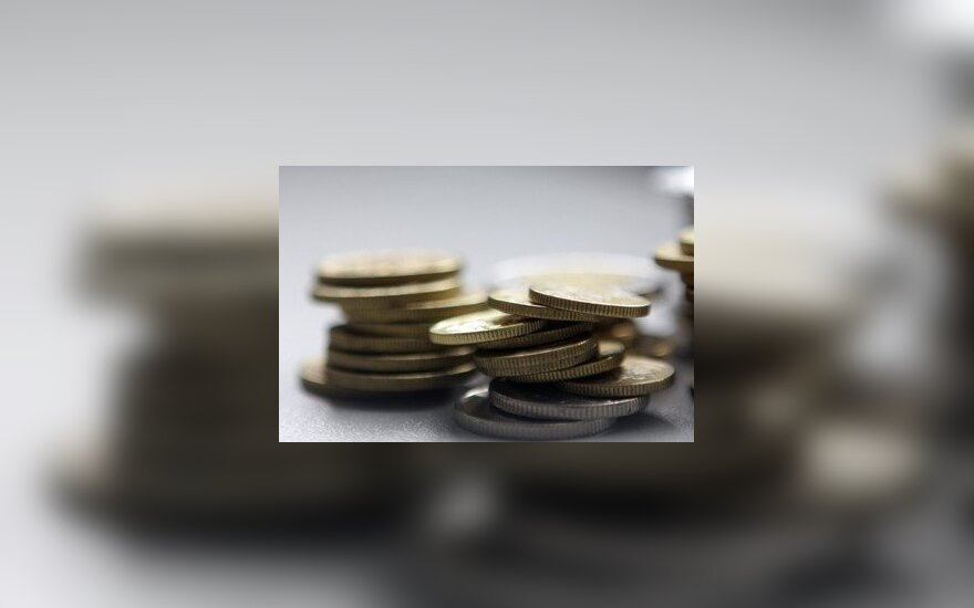 Банк SEB поднимает плату за межбанковские переводы в отделениях
