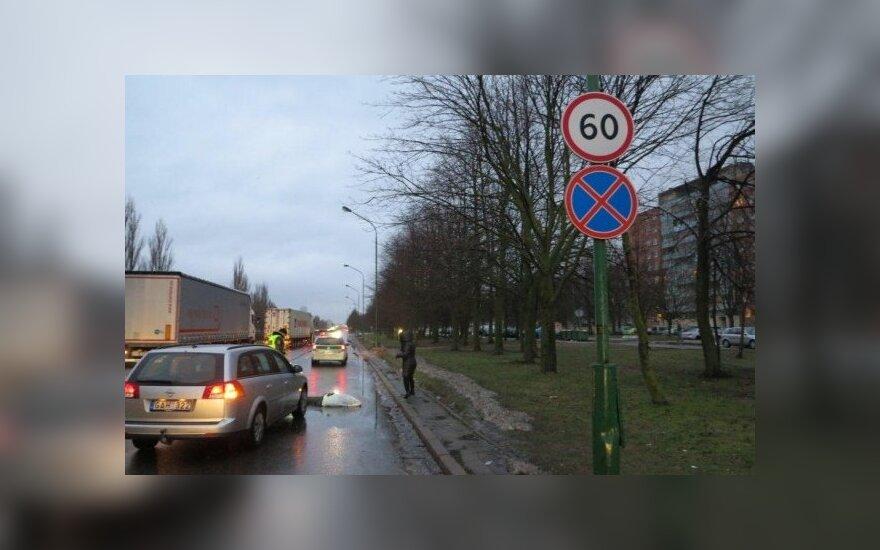 В Клайпеде автомобиль насмерть сбил женщину
