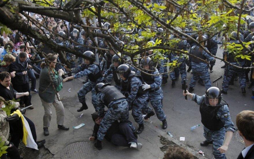 Полиция продолжает задерживать оппозиционеров в Москве
