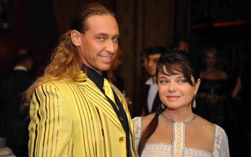 Стриптизер Тарзан раскрыл секрет счастливого брака с Королевой