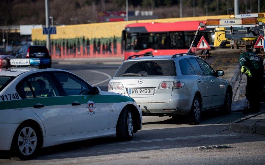 Инцидент в Вильнюсе: возможный виновник ДТП бросил машину и сбежал