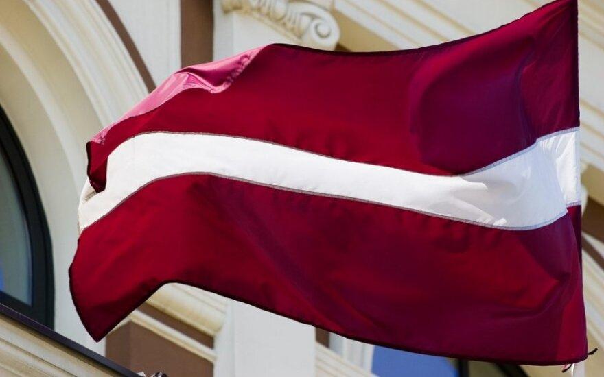 Из 200 прибывших в Латвию беженцев 7 получили гражданство