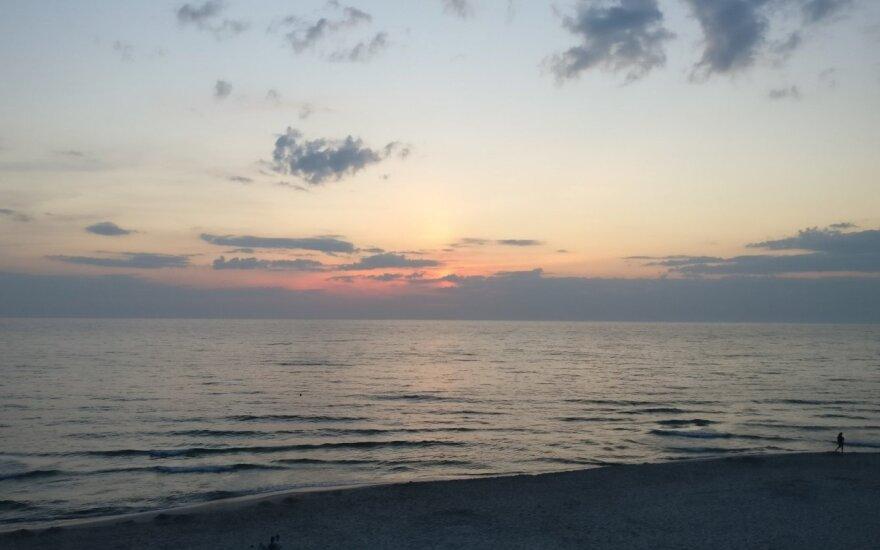 Польша закрыла пляжи на Балтийском море из-за цианобактерий. Но для Литвы угрозы нет