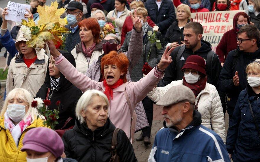 """Протесты в Минске: задержания на марше """"Бабушки с народом"""", МВД готово стрелять в демонстрантов"""