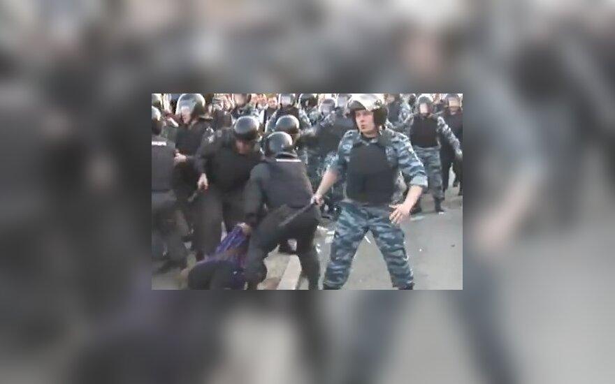 В московском ОМОНе не нашли героя видеозаписи о разгоне демонстрантов