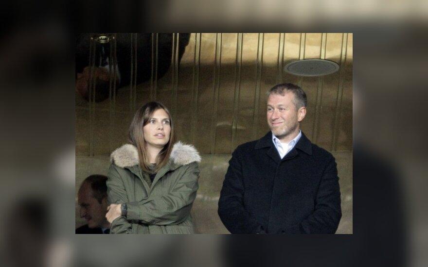 Роман Абрамович смотрит футбол только с Дашей Жуковой