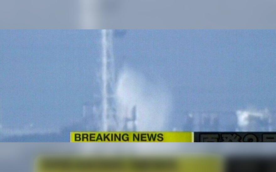 """Реакторы АЭС """"Фукусима-1"""" заливают водой с вертолетов"""