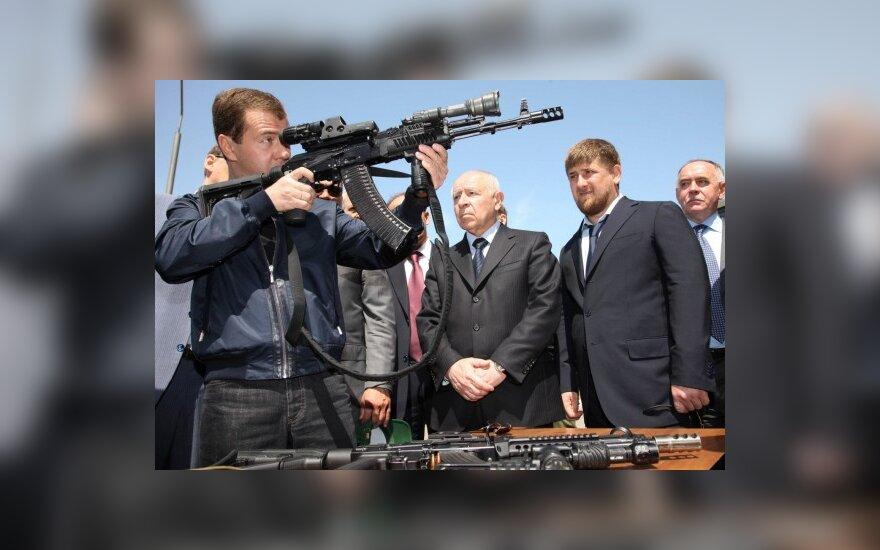 Медведев: РФ продолжит разработку ядерных ракет