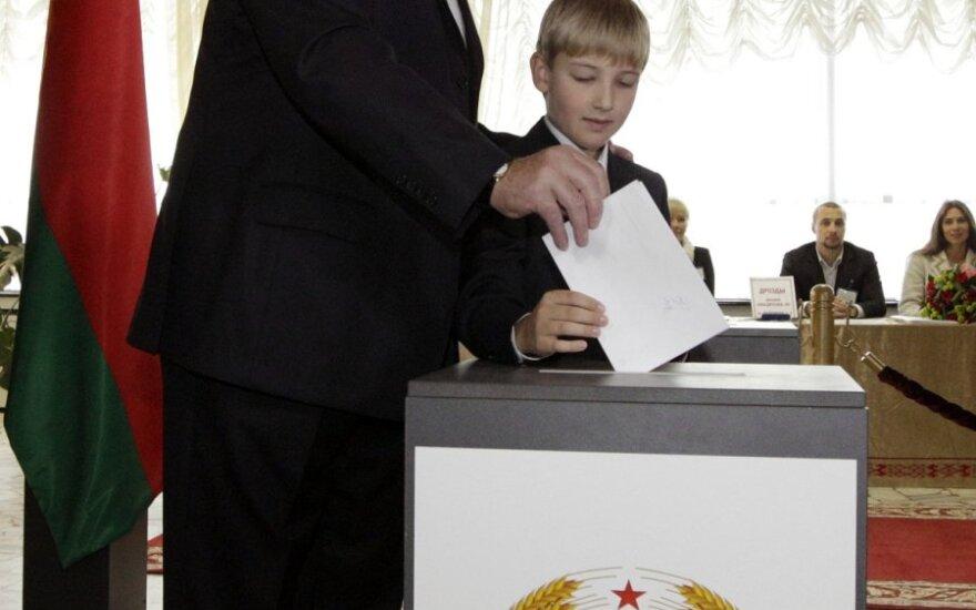 Лукашенко советует у Беларуси учиться проводить выборы