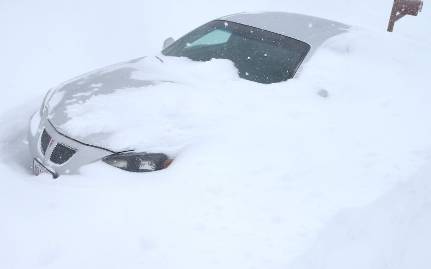 В Нью-Йорке запретили автомобильное движение из-за снежной бури