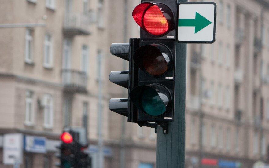 На снятие зеленых стрелок в Вильнюсе ушли сто тысяч, сколько будет стоить их возвращение