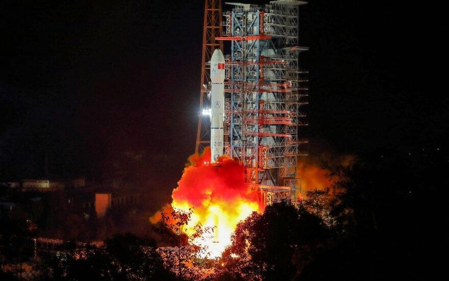 Kinija paleido nematomoje Mėnulio pusėje nusileisiantį zondą