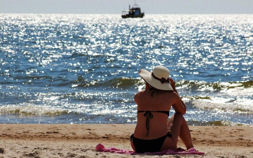 Жители Литвы готовятся к короткому отпуску, жилье на курортах придется поискать