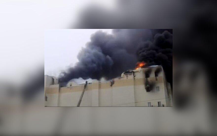 Трое детей и женщина погибли при пожаре в ТЦ в Кемерово
