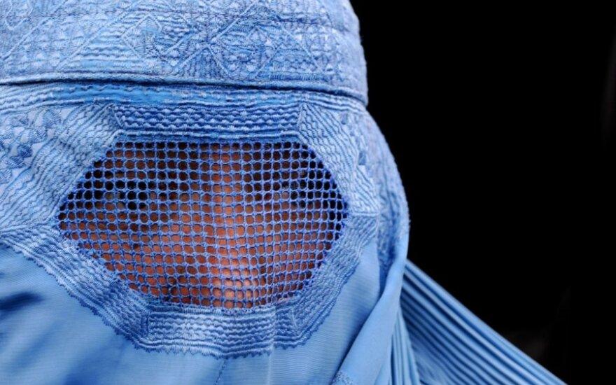 Престижная лондонская школа запретила ученице носить никаб