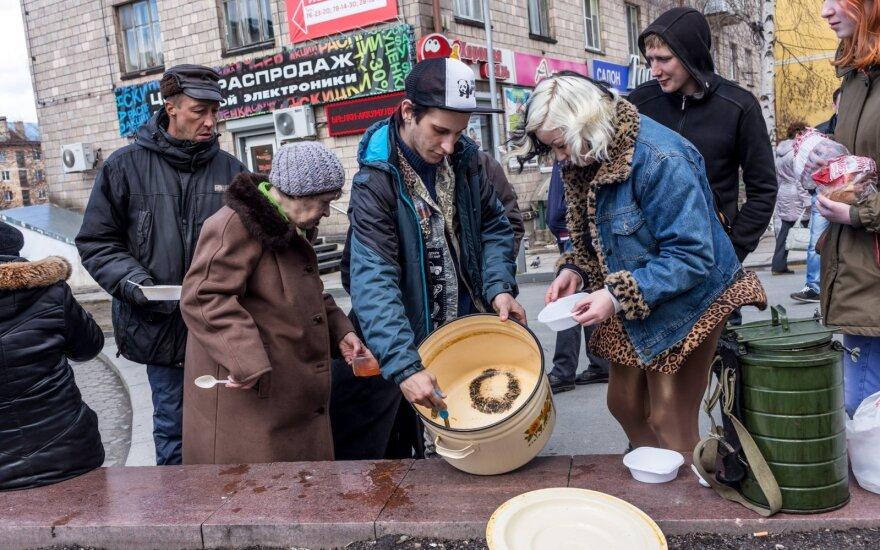 Число бедных семей в России за год почти удвоилось