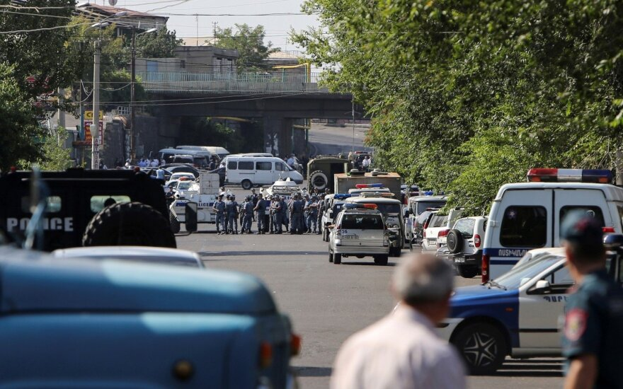 Neramumai Armėnijoje: užgrobta policijos nuovada
