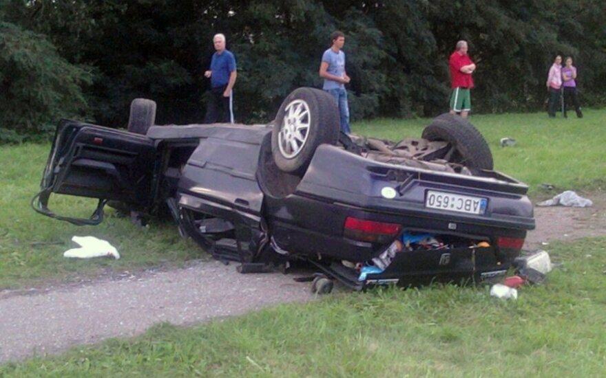 """""""Peugeot 605"""" avarija Kaune, Jonavos gatvėje"""