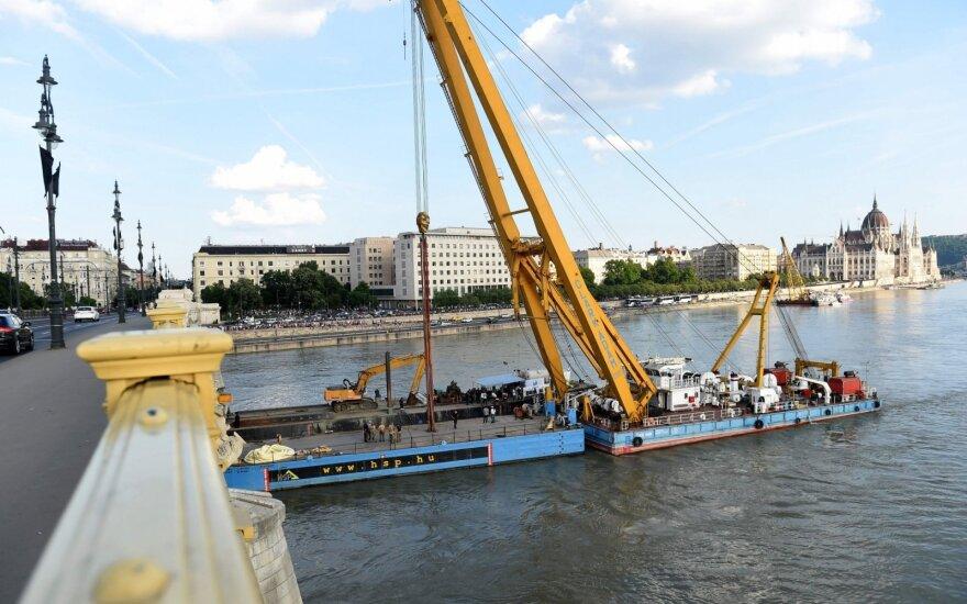 Budapešte pradėta nuskendusio turistinio laivo iškėlimo operacija