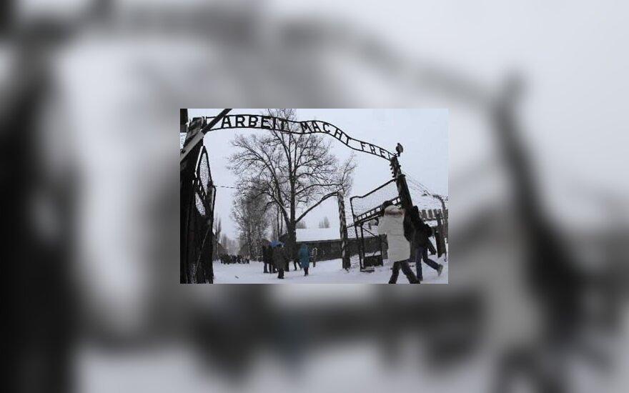 Укравшим знак с ворот Освенцима вынесен приговор