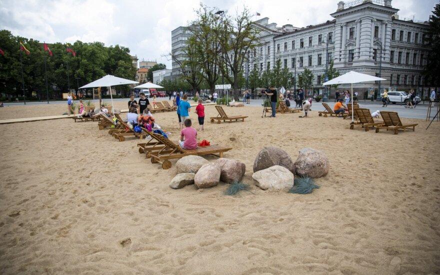 Пляж на Лукишкской площади вызвал неоднозначную реакцию: это коснется и самого Шимашюса