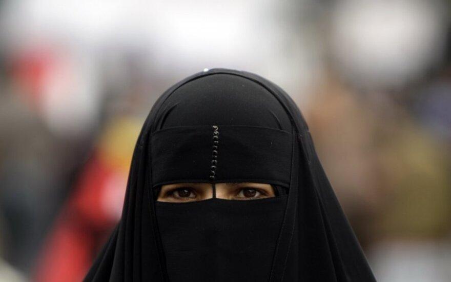 Artūras Paulauskas za zakazem noszenia muzułmańskich burek
