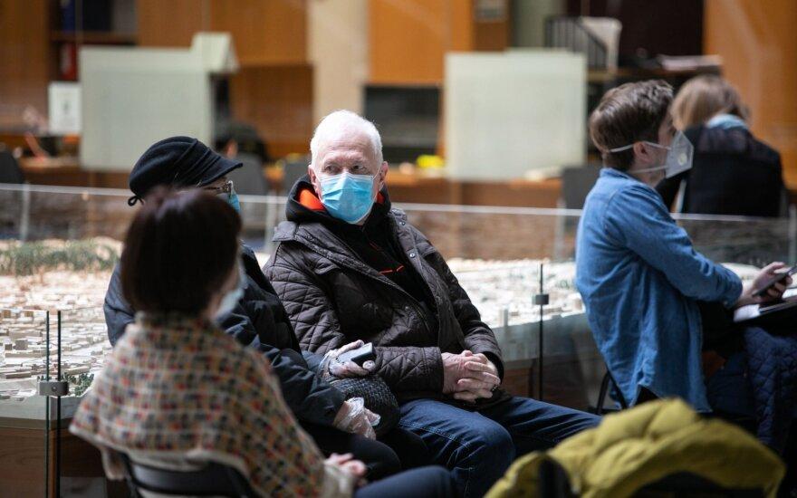 Муниципалитет Вильнюса на несколько дней отложил регистрацию на прививку Pfizer жителей 55-64 лет