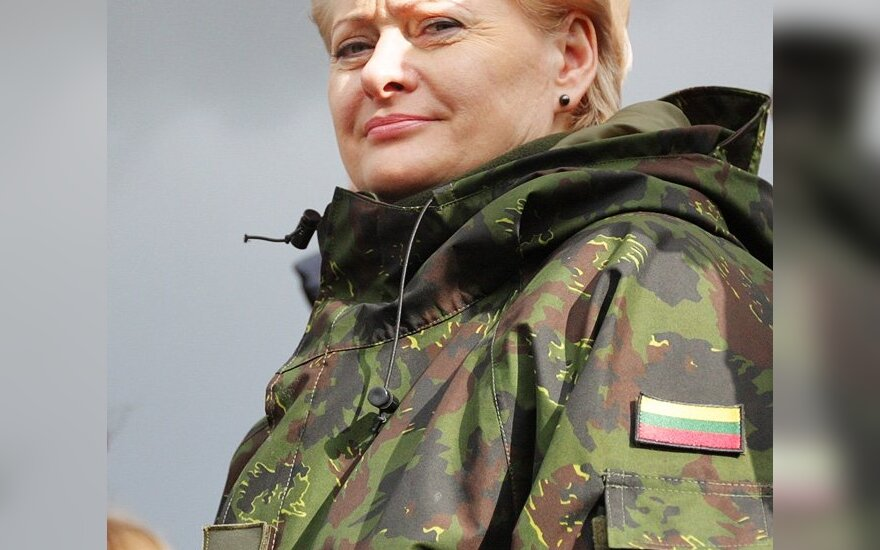 Lietuvos kariuomenės vyriausioji ginkluotojų pajėgų vadė Dalia Grybauskaitė
