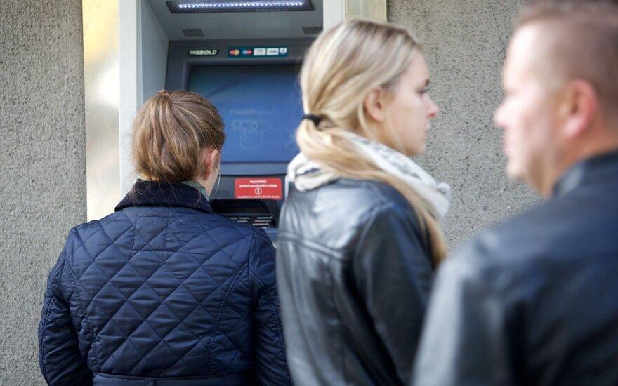 Сравнили использование денег в странах Балтии: Литва - не созидатель, а страна выплат