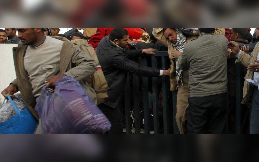 Число беженцев из Ливии уже достигло 140 000