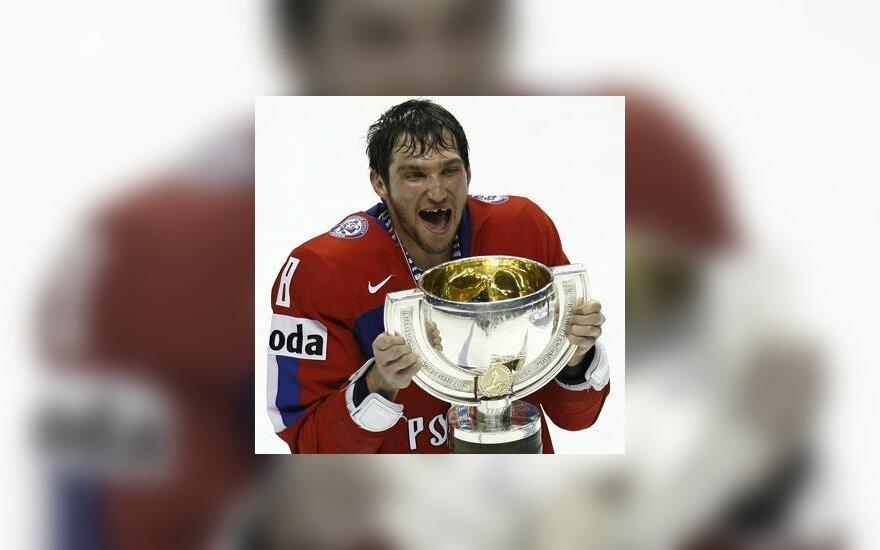 Aleksandras Ovečkinas su pasaulio čempionų taure