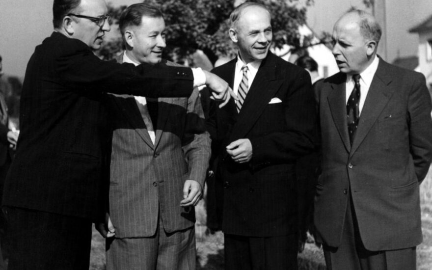 "Z. Ivinskis, A. Maceina, J. Brazaitis, J. Grinius Tübingene 1953 m. Iš knygos ""Ugninis stulpas""."
