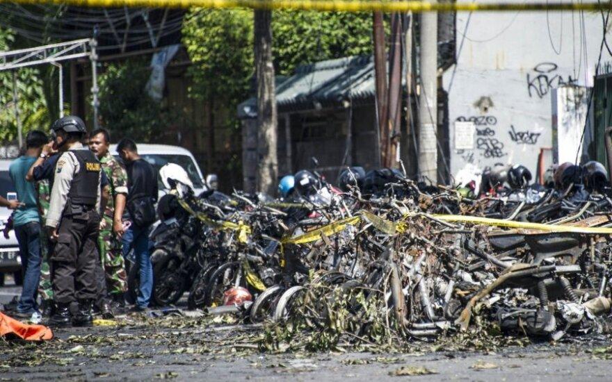 Indonezijoje per sprogdinimus bažnyčiose žuvo devyni žmonės