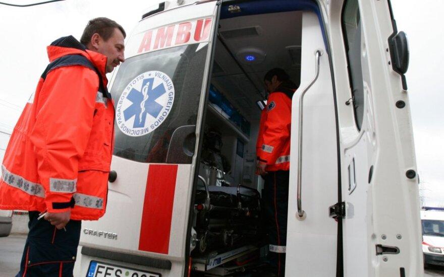 На дороге Йонава-Укмерге столкнулись автомобили: пострадали три человека