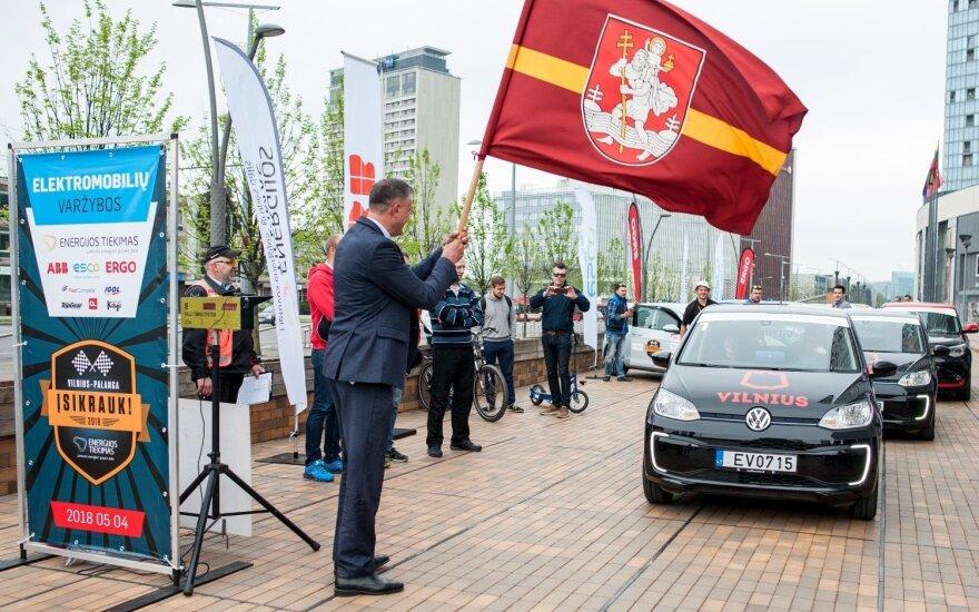 Startavo elektromobilių lenktynės iš Vilniaus į Palangą
