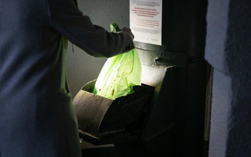 В Вильнюсе окончательно отказываются от мусоропроводов: жители грозятся складывать мусор в подъездах