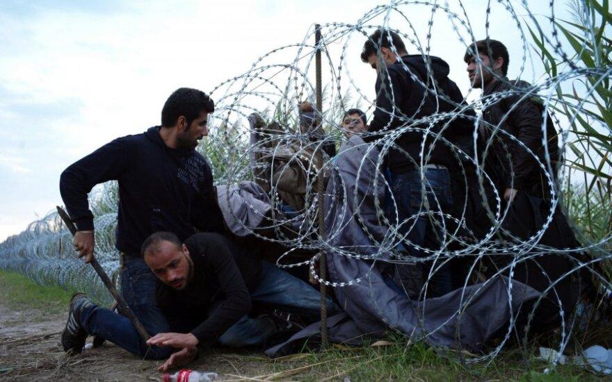 Венгрия: полиция разогнала беженцев слезоточивым газом