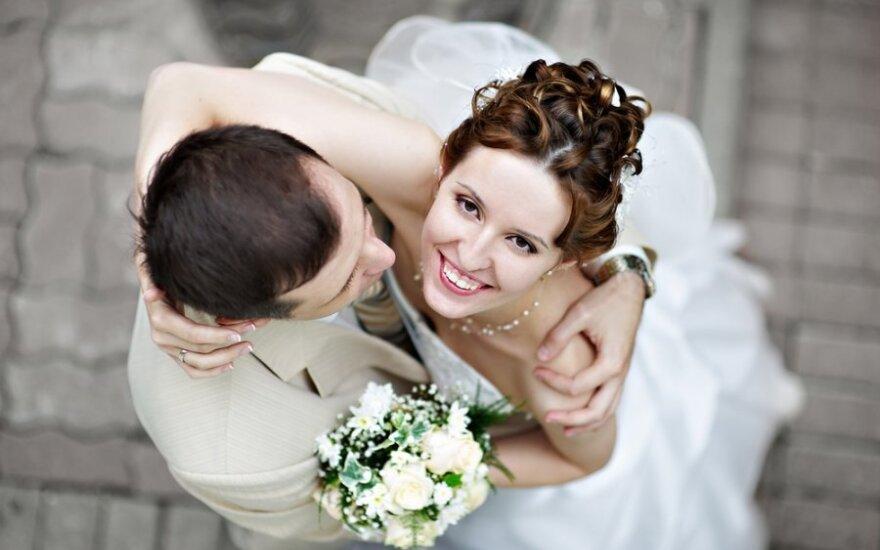 Жители Литвы впервые вступают в брак все позже